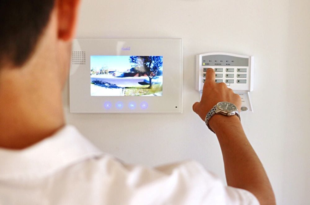 What Are The Lucrative Advantages And Leverages Of Alarm Monitoring Services To Your Business?