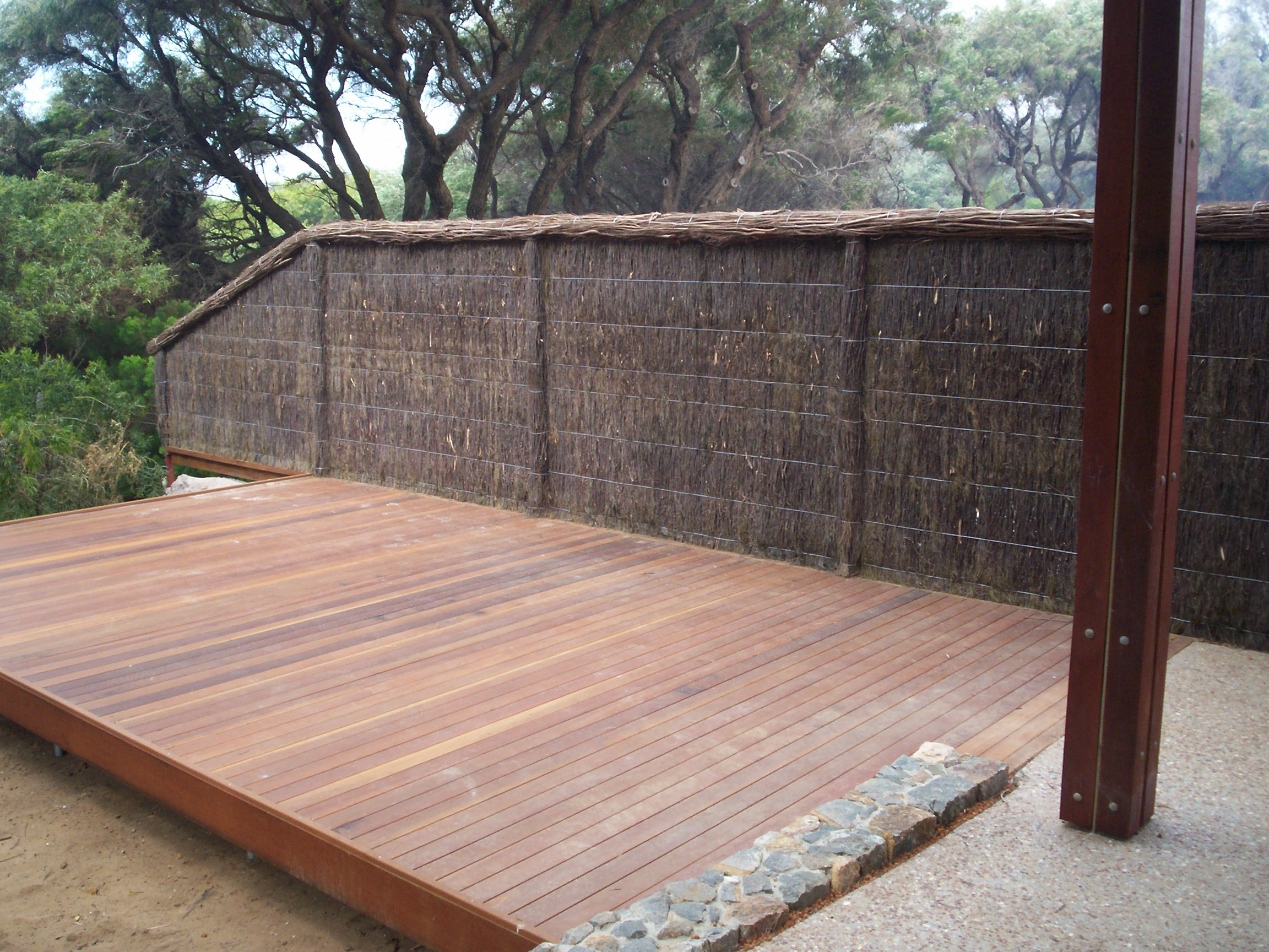 Which One To Choose Between Brushwood Fence Panels And Modular Walls – A Detailed Comparison Guide